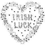 Collection de symboles irlandais Lettrage irlandais de chance Fond de forme de coeur Lutins chapeau, fer à cheval, pot d'or, drap Photo stock