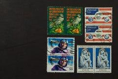 Collection de timbre-poste des USA sur le noir Photos libres de droits