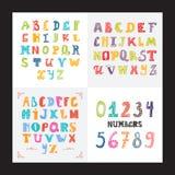 Collection de trois alphabets et ensembles de nombres drôles Police anglaise colorée mignonne, oeil d'un caractère tiré par la ma Image stock
