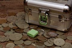 Collection de vieilles pièces de monnaie soviétiques, tirelire Image libre de droits
