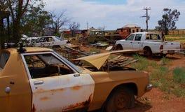 Collection de vieilles voitures chez Oodnadatta Image stock