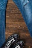 Collection frangée et espadrilles noires o de denim de jeans ou de blues-jean Images stock