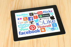 Collection of popular social media logos on iPad screen Stock Photography