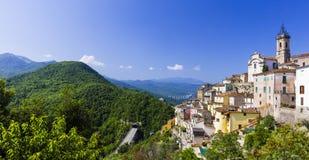 Colledimezzo en l'Abruzzo, Lago di Bomba, Italie Photo stock