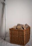 Collega il canestro di vimini con legname galleggiante Immagini Stock Libere da Diritti