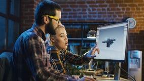 Collega's die 3-D detail creëren stock videobeelden