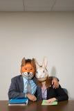 Collega's die maskers dragen royalty-vrije stock foto