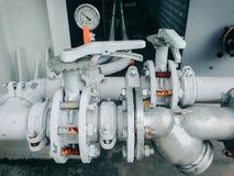 Collegamento ad alta pressione di tubo o della tubatura dell'acqua e controllo di valore, Immagini Stock