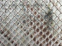 Collegamento a catena sulla vecchia parete Immagini Stock