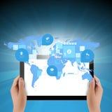 Collegamento della mappa di mondo con il concetto di tecnologia di affari di computer della compressa Fotografia Stock