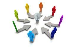 Collegamento umano della lampadina di concetto di direzione di lavoro di squadra variopinto Immagini Stock Libere da Diritti