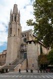 College- kyrka av Sant Felix, som sett från gatan, Girona, Spanien royaltyfria bilder