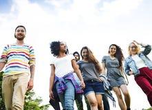 College-Park-Garten-Zusammengehörigkeits-Einheits-Freundschafts-Konzept stockfotos