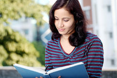 College student reading a book Royalty Free Stock Photography