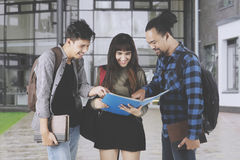 College students discussing an assignment Royalty Free Stock Images