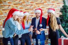 Colleghi di affari alla festa di Natale dell'ufficio Concetto di affari Fotografie Stock