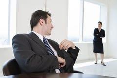 colleghi di affari che incontrano due Fotografia Stock
