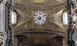 Collegiata di圣Gaudenzio教会在瓦拉洛,意大利 免版税图库摄影