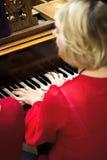 Collet Nolwenn и Olivia Paloyan - равенство Deux рояля играя танго на рояле для танцоров в центре Powerscourt, танго Аргентины на Стоковые Фотографии RF