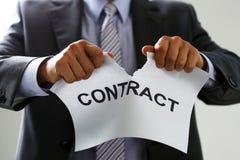 Colletto bianco nel contratto dello strappo del legame e del vestito Fotografia Stock Libera da Diritti
