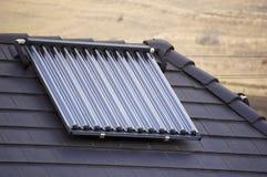 Collettori solari del tubo di vuoto ecologico Fotografie Stock