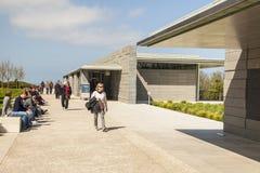 COLLEVILLE FRANKRIKE - APRIL 23: Turist i amerikan  Arkivfoton