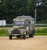 Colleville sura mer, Normandy, 4th 2014 Czerwiec: ambulansowy militarny uczęszczać świętowania dla 70th rocznicy ważny dzień obraz royalty free