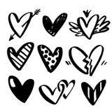 Collezioni di vettore di cuori disegnati a mano isolati su fondo trasparente Simbolo del cuore a mano Varia mano di stile illustrazione di stock