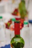 Colli della bottiglia delle bottiglie al ristorante Fotografia Stock Libera da Diritti
