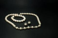 Collier, bracelet et boucle d'oreille de perle Images libres de droits