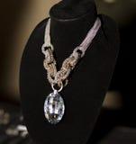 Collier de boutique d'accessoires de mode des femmes Images libres de droits