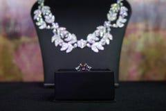 Collier de diamants et anneau magnifiques Images stock