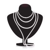 Collier de perle sur le mannequin noir Image libre de droits