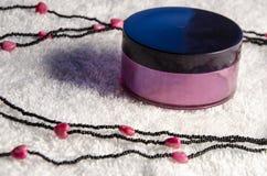 collier de valentines avec des formes de coeur Images stock