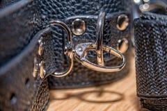 Collier en cuir avec des rivets pour l'esclavage image libre de droits