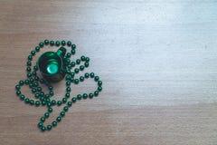 Collier en verre du jour de St Patrick Image stock