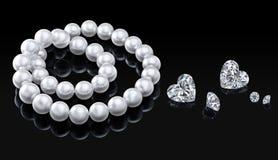 Collier et diamants blancs réglés de perle de luxe sur un fond noir avec la réflexion brillante Image libre de droits