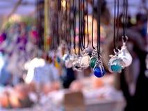 Colliers indiens sur l'affichage de marché en plein air Photos stock