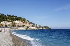 Collina del castello e la spiaggia Immagini Stock