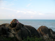 Collina della roccia dal mare Immagini Stock Libere da Diritti