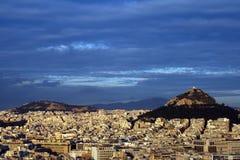Collina di Atene, Grecia - di Lykavittos all'indicatore luminoso di tramonto Immagine Stock