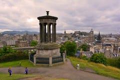 Collina di Calton e Dugald Stewart Monument, Edimburgo, Scozia Fotografia Stock Libera da Diritti