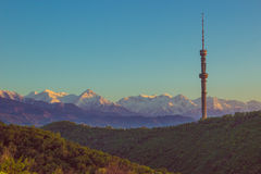 Collina di Kok Tobe e Mountain View in primavera, Almaty, il Kazakistan Immagine Stock Libera da Diritti