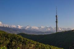 Collina di Kok Tobe e Mountain View in primavera, Almaty, il Kazakistan Fotografia Stock Libera da Diritti