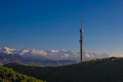 Collina di Kok Tobe e Mountain View in primavera, Almaty, il Kazakistan Fotografie Stock