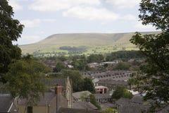 Collina di Pendle in Lancashire, città e campagna fotografie stock libere da diritti
