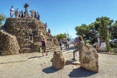 Collina di pietra incoronata con tre incroci Fotografia Stock