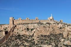 Colline avec le château antique image libre de droits