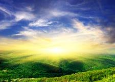 Colline con il sole di legno e brillante Immagine Stock Libera da Diritti