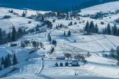Colline couronnée de neige Photographie stock libre de droits